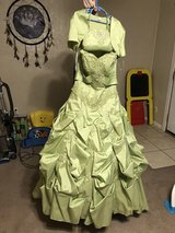 Size 6 Very beautiful dress $45only today Comes with purse and coat  Very beautiful green dress in Lawton, Oklahoma
