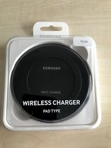 Samsung Qi Certified Fast Charge Wireless black Charger Pad in Wiesbaden, GE