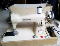 1960s Viscount Deluxe Precision Sewing Machine Tailor Seamstress 350A in Kingwood, Texas