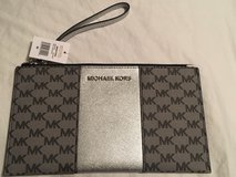 Michael Kors Large ZIP Clutch in Aurora, Illinois