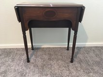 *** ANTIQUE TABLE *** In Very Good  Condition in Fort Lewis, Washington