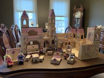 Melissa and Doug Deluxe Folding Princess Castle w/ accessories in Lockport, Illinois