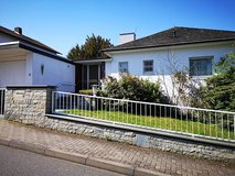 Large home with 2 garages 4 BR, 3 BA - 5 min to Hainerberg in Wiesbaden, GE