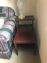 2 end tables and matching lamps in Bolingbrook, Illinois