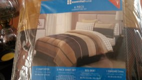 6 pc. twin. bed set. brand new in package in Fort Leavenworth, Kansas