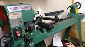 Wood Lathe with reverse head- Used 1 time in Bolingbrook, Illinois