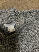 H6M (L) ribbed light sweater in Okinawa, Japan