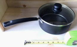 Non-Stick 3 Qt. Sauce Cooking Pot w/Glass Lid- like new in Oswego, Illinois
