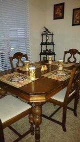 Antique Dining Table and Chairs in Cleveland, Texas