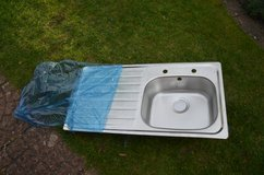 Stainless steel kitchen sink, new, single bowl, right hand or left hand drainer very good quialty in Lakenheath, UK