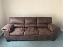 Like new couch in Fort Leonard Wood, Missouri