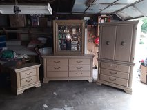 King size Ashely bedroom set. 8 piece in Bellaire, Texas