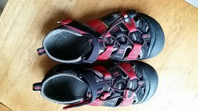 Keen sandals- size 2 youth in St. Charles, Illinois