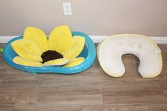 baby bath tub with Flower bath pad, Boppy Pillow in Tomball, Texas