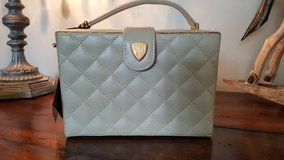 Blaine Trump beige quilted box purse in Bolingbrook, Illinois