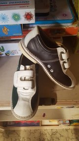 kids size 1 or 2 1/2 ? bowling shoes qubic AMF in Aurora, Illinois