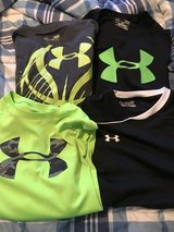 Under armour t-shirts/one long sleeve in Fort Leonard Wood, Missouri