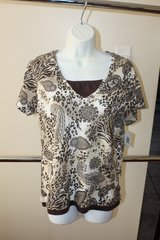 New with Tags Small Brown / Beige Prited V-Neck Womans Top in Kingwood, Texas