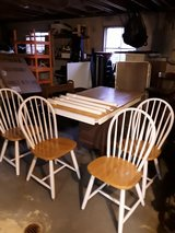 Table 4 chairs and hutch in Aurora, Illinois