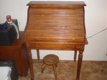Roll Top Desk (Pine) Very Good Cond in Alamogordo, New Mexico