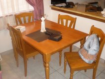 4 Person Dinette (Pine) Very Good Cond. (Table does not extend) in Alamogordo, New Mexico
