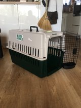 Dog / Pet Carrier, Dog crate small/medium in Stuttgart, GE