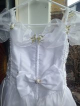 Girls Size 6 formal gown in Bolingbrook, Illinois