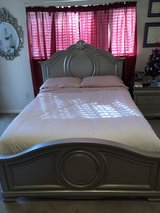 Beautiful silver bedroom Set in Houston, Texas