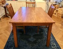 Wood Dining Room Table, +3 Chairs in Stuttgart, GE