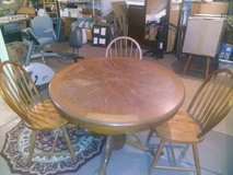 Vintage Oval Table + 4 Chairs in Chicago, Illinois