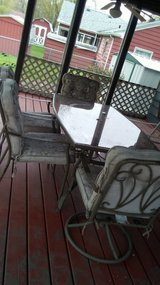 Patio Set w 6 chairs in Yorkville, Illinois