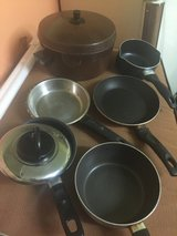 Various pans and pot w/lid in Oswego, Illinois