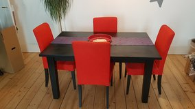 Dinning table and 6 chairs in Stuttgart, GE