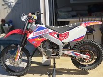 ONLY $3300 OBO CR250R HONDA DIRTBIKE EXTRAS & GREEN STICKER MUST SEE (fresno) in Lemoore NAS, California