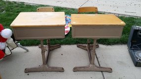 One Piece School Desks in St. Charles, Illinois