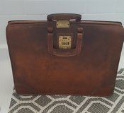 VINTAGE LEATHER BRIEFCASE in Beaufort, South Carolina