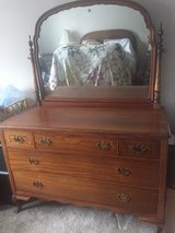 Full Size Antique bed & dresser set in Naperville, Illinois