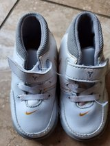 Nike.white tennis shoes size 5 in Fort Belvoir, Virginia