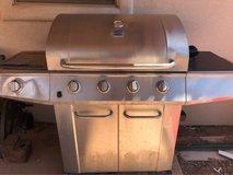 Bar b que grill with 2 propane tanks in Alamogordo, New Mexico