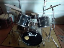 Complete pearl drumset in 29 Palms, California