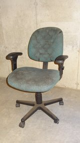 Swivel chair - green in Chicago, Illinois