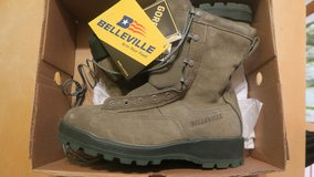 new in the box cold weather military boots steel toes in Okinawa, Japan