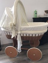 bassinet + matching bed sheets in Spangdahlem, Germany