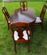 Dining Room Table with four chairs in Batavia, Illinois
