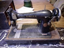 antique 1913  singer sewing machine in 29 Palms, California