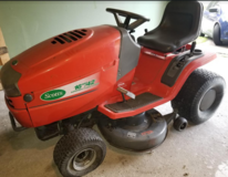 Ride-On Mower in Kingwood, Texas
