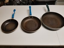 Set of 3 pans in Morris, Illinois