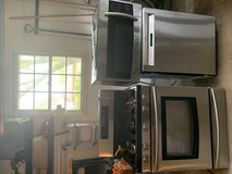 Samsung stainless steel oven/stove and over the range microwave matching set in Lockport, Illinois