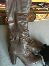 Brown boots like new german size 41 in Ramstein, Germany