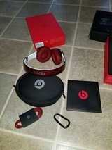 Beats Solo 2 Luxe Edition in Camp Lejeune, North Carolina